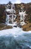 Cascada Acquafraggia también Acqua Fraggia en la provincia de Sondrio en Lombardía, Italia del norte Foto de archivo libre de regalías