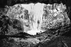 Cascada artificial de la cueva en el aviador de Singapur Fotos de archivo libres de regalías