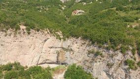Cascada Azerbaijan de Afurja Lanzamiento regional de Dron almacen de metraje de vídeo