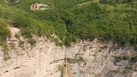 Cascada Azerbaijan de Afurja Lanzamiento regional de Dron almacen de video
