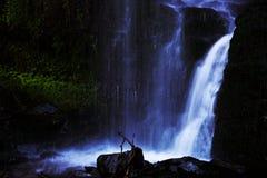Cascada azul Imagenes de archivo