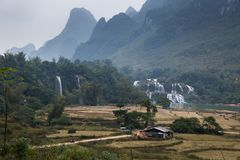 Cascada Bondjok Vietnam del norte fotos de archivo