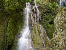 Cascada cerca del pueblo hermoso Krushuna Fotografía de archivo libre de regalías