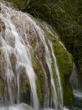 Cascada cerca del pueblo hermoso Krushuna Imagenes de archivo