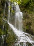 Cascada cerca del pueblo hermoso Krushuna Fotografía de archivo