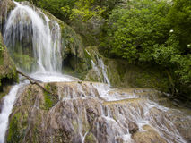 Cascada cerca del pueblo hermoso Krushuna Imágenes de archivo libres de regalías
