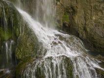 Cascada cerca del pueblo hermoso Krushuna Foto de archivo libre de regalías