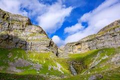 Cascada Cola de Caballo Circo de Soaso en el valle los Pirineos de Ordesa Imágenes de archivo libres de regalías