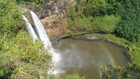 Cascada con un arco iris Foto de archivo libre de regalías