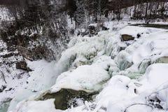Cascada congelada - Chittenango cae el parque de estado - Cazenovia, nuevo Imagenes de archivo