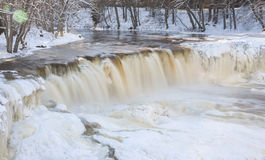 Cascada congelada en Estonia Fotografía de archivo