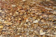 Cascada cristalina de la piedra del agua Imagen de archivo libre de regalías