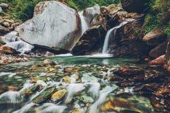 Cascada de Bhagsu Bhagsu, Himachal Pradesh, la India imagen de archivo libre de regalías