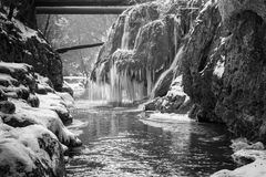 Cascada de Bigar congelada foto de archivo libre de regalías