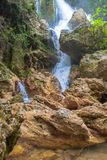 Cascada de conexión en cascada Su Uchkhan en verano imágenes de archivo libres de regalías