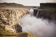Cascada de Dettifoss en Islandia en el tiempo cubierto Fotos de archivo