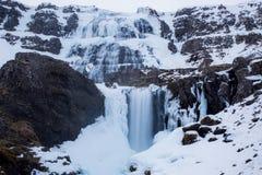Cascada de Dynjandi con efecto de niebla en Islandia imagen de archivo