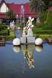Cascada de fuentes con las esculturas Foto de archivo