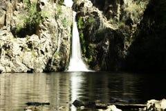 Cascada de Hervidero con alto contraste imagenes de archivo