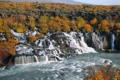 Cascada de Hraunfossar en otoño Fotografía de archivo