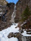 Cascada de Klinser en montañas del gebirge de los totalizadores Imágenes de archivo libres de regalías