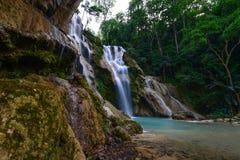 Cascada de Kuangsi en la provincia de Luangprabang Foto de archivo libre de regalías