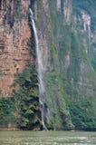 Cascada de la barranca de Sumidero, México Imagen de archivo libre de regalías