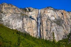 Cascada de la caída de la cola de caballo de Yosemite en la primavera California Imágenes de archivo libres de regalías