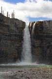 Cascada de la cascada - Alberta Foto de archivo