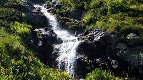 Cascada de la montaña imagenes de archivo