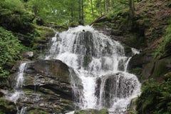 Cascada de la montaña Fotos de archivo libres de regalías