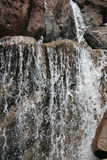 Cascada de la montaña rocosa Imagen de archivo libre de regalías