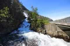 Cascada de Langfossen en verano Imagen de archivo