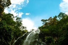 Cascada de Langkawi, de Malasia y cielo azul Fotografía de archivo libre de regalías