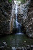 Cascada de Millomeris y una opinión de piscina de agua cerca de Platres en Chipre Fotos de archivo libres de regalías