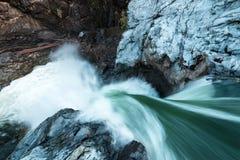 Cascada de Nairne fuera de la marmota en Columbia Británica imagenes de archivo