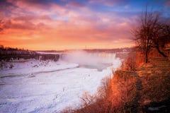 Cascada de Niágara el la estación del invierno fotografía de archivo