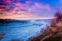Cascada de Niágara el la estación del invierno fotos de archivo