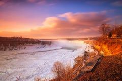 Cascada de Niágara el la estación del invierno foto de archivo