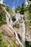 Cascada de Pitugrow en selva tropical Imagen de archivo