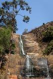 Cascada de plata de la cascada seca en tiempo caliente debido del verano imágenes de archivo libres de regalías