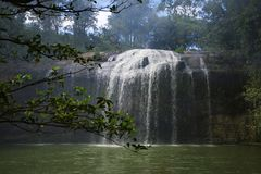 Cascada de Prenn en el parque cerca de la ciudad de Dalat, Vietnam imagenes de archivo