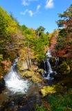 Cascada de Ryuzu en otoño, en Nikko, Japón imagenes de archivo