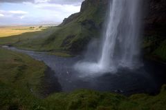 Cascada de Seljalandfoss en Islandia fotos de archivo