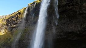 Cascada de Seljalandfoss en Islandia metrajes