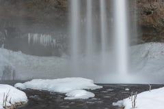 Cascada de Seljalandsfoss en el invierno fotos de archivo