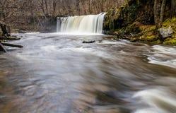 Cascada de Sgwd Ddwli Uchaf En el río Nedd Fechan el Sur de Gales  Imagenes de archivo