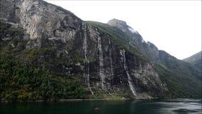 Cascada de siete hermanas en Noruega almacen de metraje de vídeo