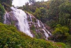 Cascada de Wachirathan, Tailandia foto de archivo libre de regalías