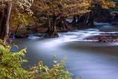 Cascada de Wang Takrai situada en Nakhon Nayok Tailandia Tirado tomado con la superficie lisa y mullida larga de la exposición po fotografía de archivo libre de regalías